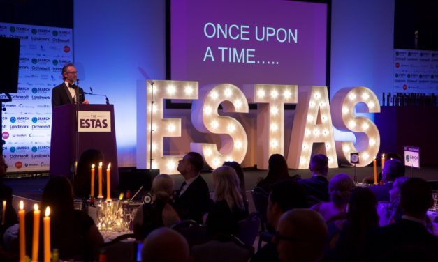 Phil Spencer Announces UK's Top Conveyancers at the ESTAS Customer Service Awards