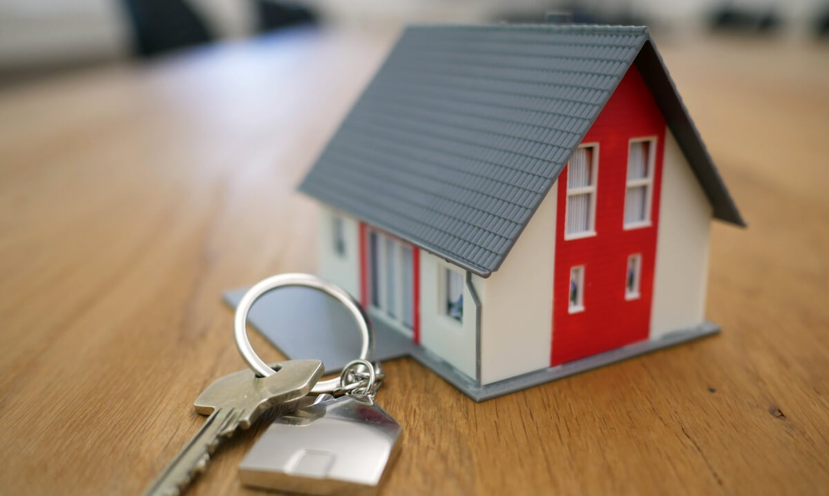 How to Help First-Time Buyers Deal with the Conveyancing Process